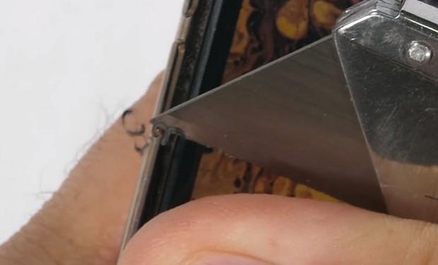 Thử nghiệm tra tấn iPhone XS Max: Apple đã chém gió về tấm kính bảo vệ màn hình? - Ảnh 3.