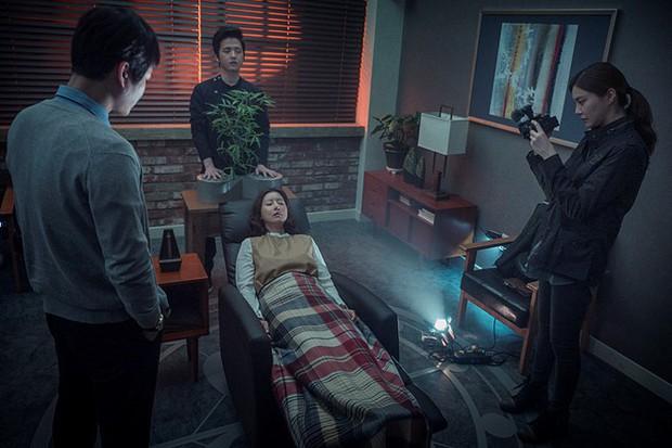 5 bộ phim diệt quỷ đỉnh cao của Hàn Quốc không xem chắc chắn phí cả đời - Ảnh 7.