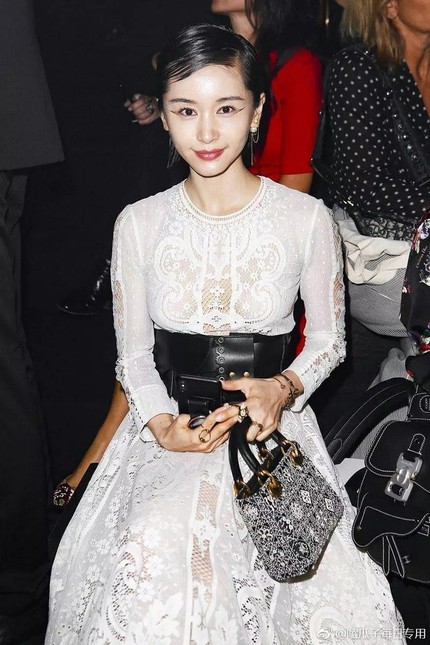 Angela Baby mặc váy đen mà nổi bần bật, Gong Hyo Jin diện nguyên set đồ người mẫu dự show Dior - Ảnh 9.