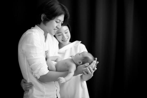 Đố bạn biết, ai trong Kpop nắm giữ ngôi vị là nam idol kết hôn trẻ tuổi nhất kiêm luôn idol ly hôn nhanh nhất? - Ảnh 2.