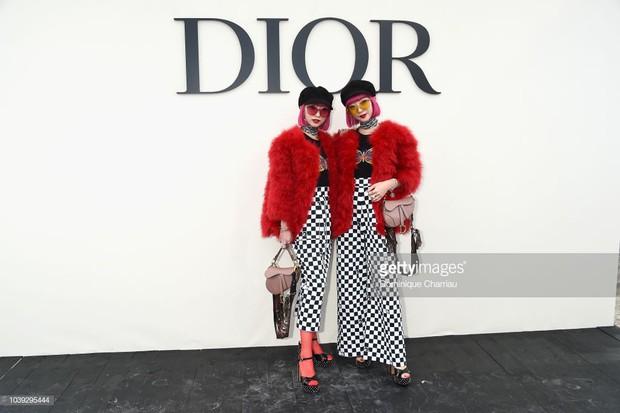 Angela Baby mặc váy đen mà nổi bần bật, Gong Hyo Jin diện nguyên set đồ người mẫu dự show Dior - Ảnh 12.