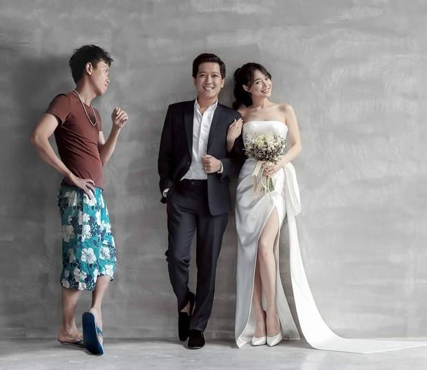 Ảnh chế: Người thứ 3 xuất hiện với bộ mặt khó ưa trong ảnh cưới Trường Giang - Nhã Phương khiến dân mạng cười quặn ruột - Ảnh 1.