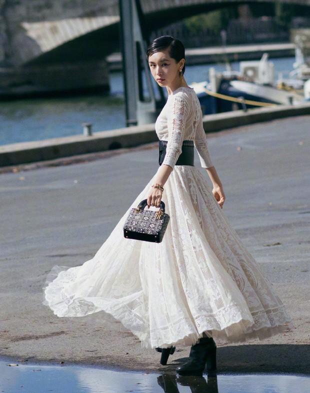 Angela Baby mặc váy đen mà nổi bần bật, Gong Hyo Jin diện nguyên set đồ người mẫu dự show Dior - Ảnh 8.