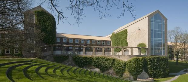Những ngôi trường cổ kính bậc nhất thế giới với lối kiến trúc hoàng gia khiến ai cũng muốn một lần đặt chân đến - Ảnh 7.