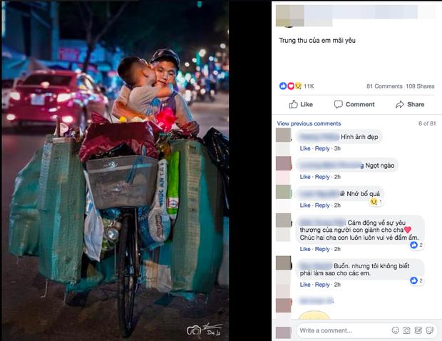 Cái hôn ấm áp của cậu bé dành cho mẹ trên chiếc xe đạp cũ chất đầy ve chai trong đêm Trung thu khiến nhiều người rưng rưng - Ảnh 1.