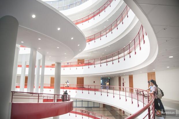 Đại học Kinh tế Quốc dàn sở hữu dàn hot boy, hot girl nổi tiếng - Ảnh 3.