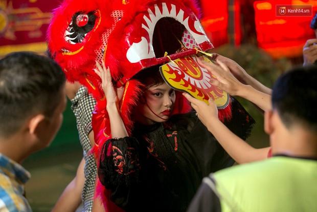 Bạn có nhớ Trung thu 2 năm trước, chỉ với 10 cú bấm máy mà Fung La đã có tấm hình múa lân đẹp xuất sắc! - Ảnh 3.