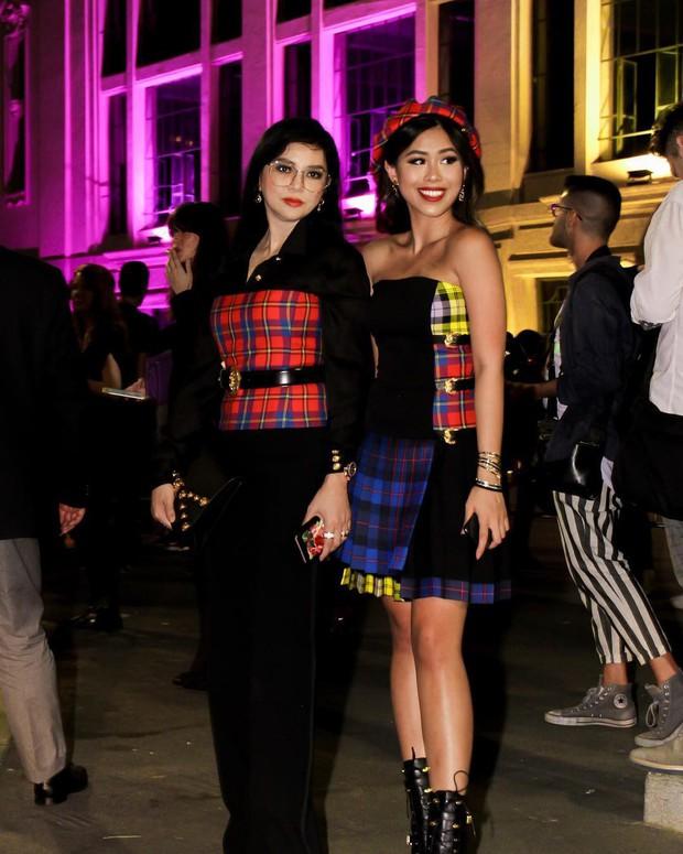 Thảo Tiên - Đệ nhất Rich Kid Việt cùng mẹ lại tiếp tục chinh phục Milan Fashion Week, điểm đến đầu tiên là show Versace - Ảnh 1.