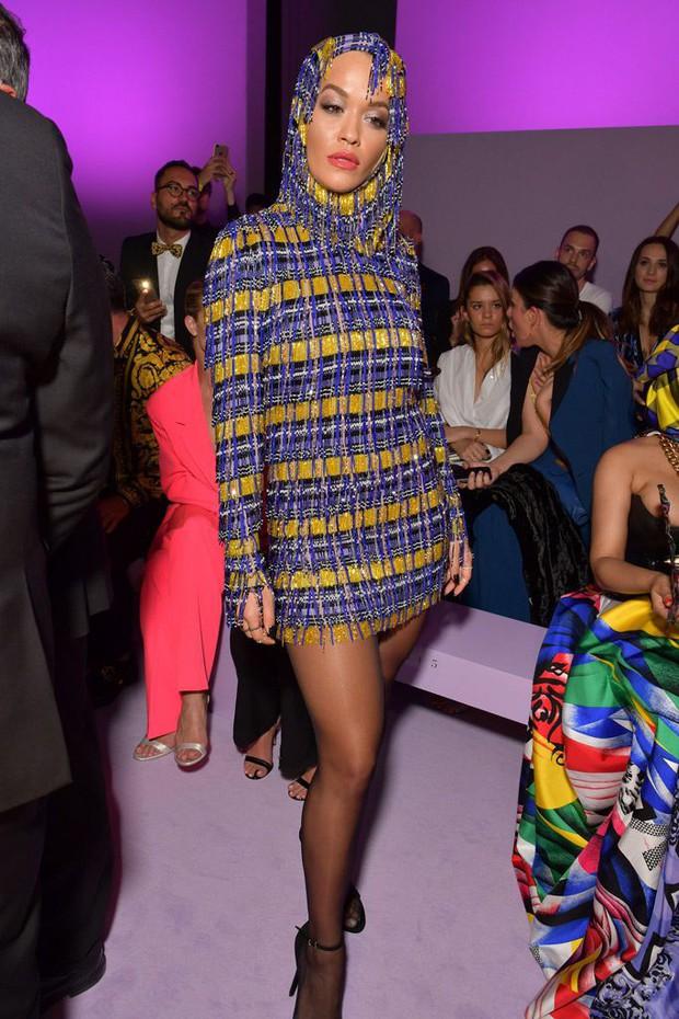 Thảo Tiên - Đệ nhất Rich Kid Việt cùng mẹ lại tiếp tục chinh phục Milan Fashion Week, điểm đến đầu tiên là show Versace - Ảnh 6.