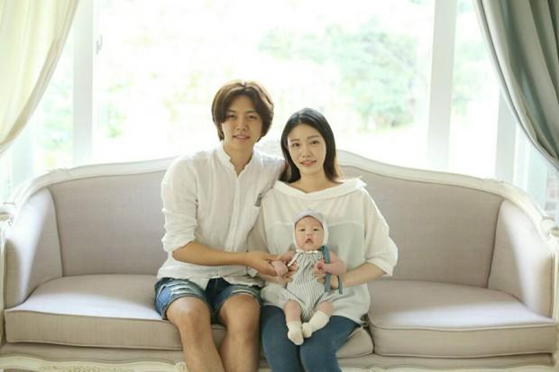 Đố bạn biết, ai trong Kpop nắm giữ ngôi vị là nam idol kết hôn trẻ tuổi nhất kiêm luôn idol ly hôn nhanh nhất? - Ảnh 1.
