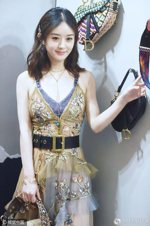 """Cùng sửa váy cho kín đáo: Triệu Lệ Dĩnh như diện hàng Taobao, Blake Lively lại đẳng cấp khác """"một trời một vực"""" - Ảnh 3."""