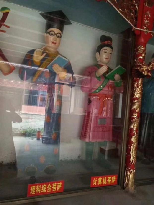 Xuất hiện ngôi miếu với nhiều tượng Bồ Tát lạ ở Trung Quốc, thậm chí có cả Bồ Tát Tiếng Anh và Bồ Tát cổ phiếu - Ảnh 1.
