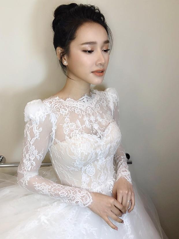 Hình ảnh Nhã Phương trong ngày cưới, cuối cùng nữ diễn viên cũng gia nhập hội chị em cằm nhọn hoắt rồi đấy à? - Ảnh 4.