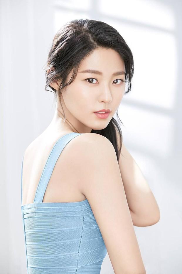 BXH sao nữ hot nhất: Loạt nữ thần Son Ye Jin, Irene, Yoona bị người tình tin đồn của Kim Jong Kook vượt mặt - Ảnh 9.