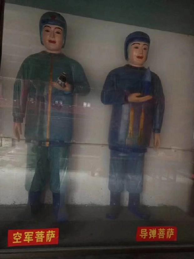 Xuất hiện ngôi miếu với nhiều tượng Bồ Tát lạ ở Trung Quốc, thậm chí có cả Bồ Tát Tiếng Anh và Bồ Tát cổ phiếu - Ảnh 3.