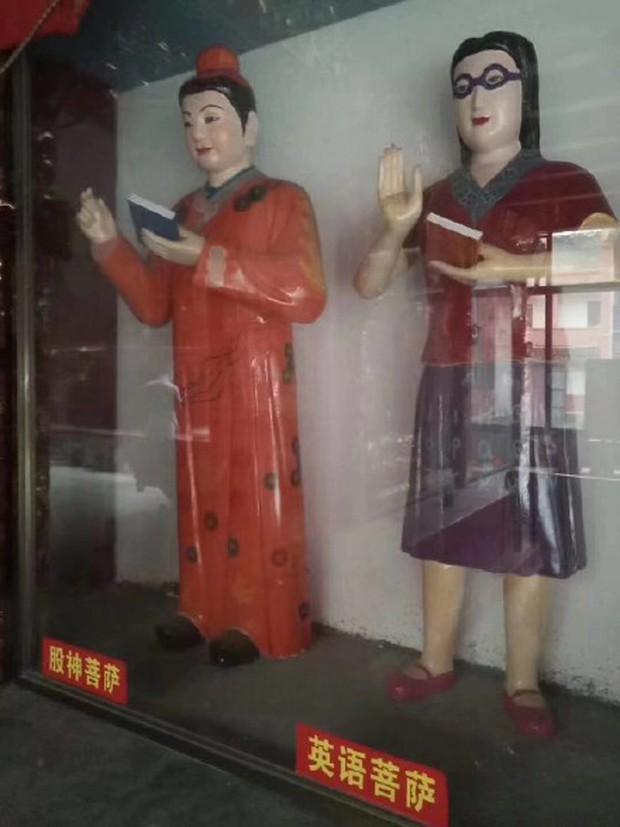 Xuất hiện ngôi miếu với nhiều tượng Bồ Tát lạ ở Trung Quốc, thậm chí có cả Bồ Tát Tiếng Anh và Bồ Tát cổ phiếu - Ảnh 4.