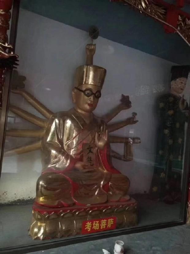 Xuất hiện ngôi miếu với nhiều tượng Bồ Tát lạ ở Trung Quốc, thậm chí có cả Bồ Tát Tiếng Anh và Bồ Tát cổ phiếu - Ảnh 5.