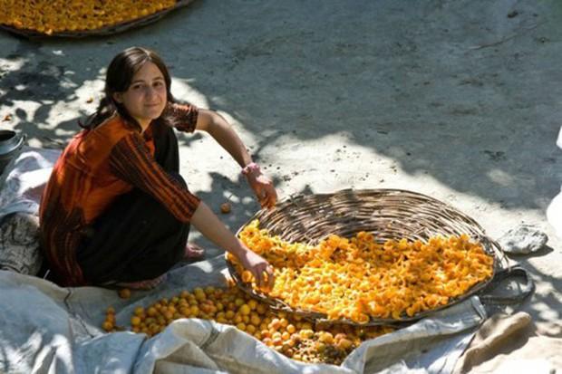 Bộ lạc Hunza: Vùng đất nổi tiếng với những người phụ nữ xinh đẹp nhất hành tinh - Ảnh 2.