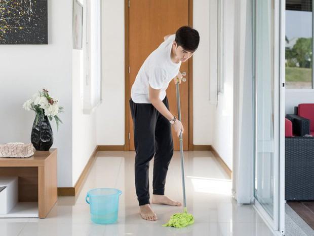 Người Nhật đang thuê những ông chú trung niên để giãi bày tâm sự, làm việc nhà hoặc cho lời khuyên cuộc sống - Ảnh 2.