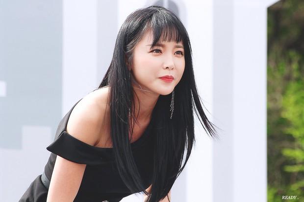 BXH sao nữ hot nhất: Loạt nữ thần Son Ye Jin, Irene, Yoona bị người tình tin đồn của Kim Jong Kook vượt mặt - Ảnh 1.
