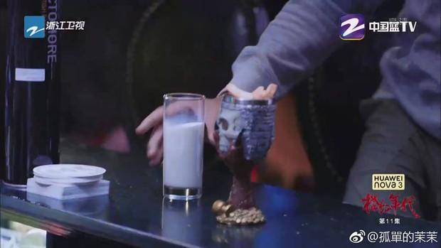 Trần Vỹ Đình như dành cả thanh xuân để uống sữa trong Niên Đại Tranh Hồng - Ảnh 4.