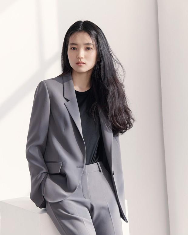 BXH sao nữ hot nhất: Loạt nữ thần Son Ye Jin, Irene, Yoona bị người tình tin đồn của Kim Jong Kook vượt mặt - Ảnh 4.