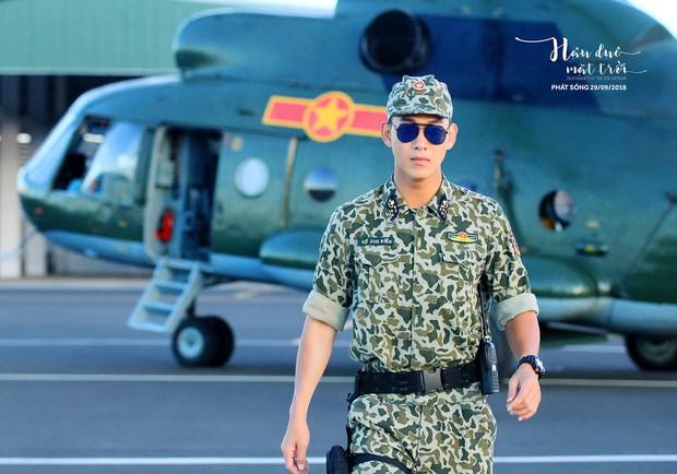 Hậu Duệ Mặt Trời bản Việt trước ngày lên sóng: Ảnh trang phục quân nhân vừa được tiết lộ - Ảnh 6.