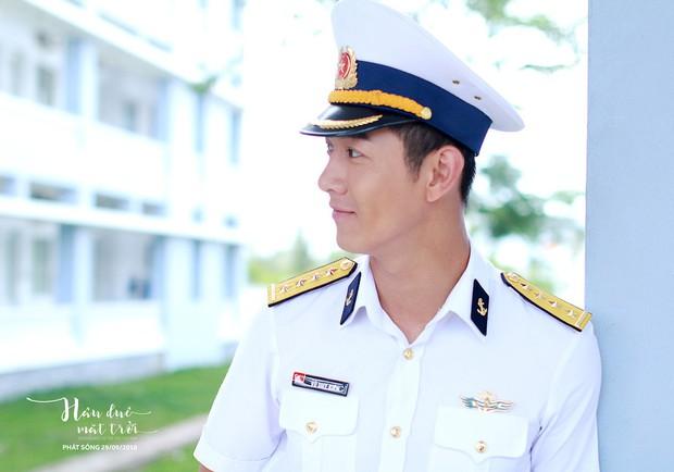 Hậu Duệ Mặt Trời bản Việt trước ngày lên sóng: Ảnh trang phục quân nhân vừa được tiết lộ - Ảnh 4.