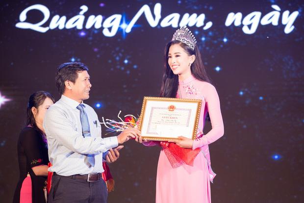 Đăng quang Hoa hậu Việt Nam 2018, Trần Tiểu Vy được UBND tỉnh Quảng Nam tặng giấy khen - Ảnh 3.