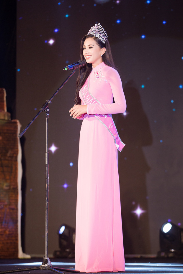 Đăng quang Hoa hậu Việt Nam 2018, Trần Tiểu Vy được UBND tỉnh Quảng Nam tặng giấy khen - Ảnh 1.