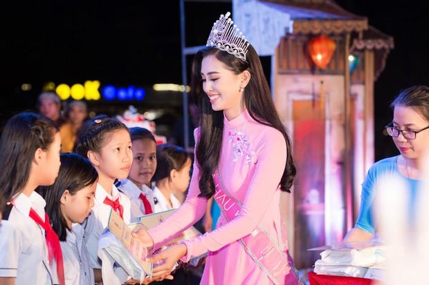 Đăng quang Hoa hậu Việt Nam 2018, Trần Tiểu Vy được UBND tỉnh Quảng Nam tặng giấy khen - Ảnh 7.