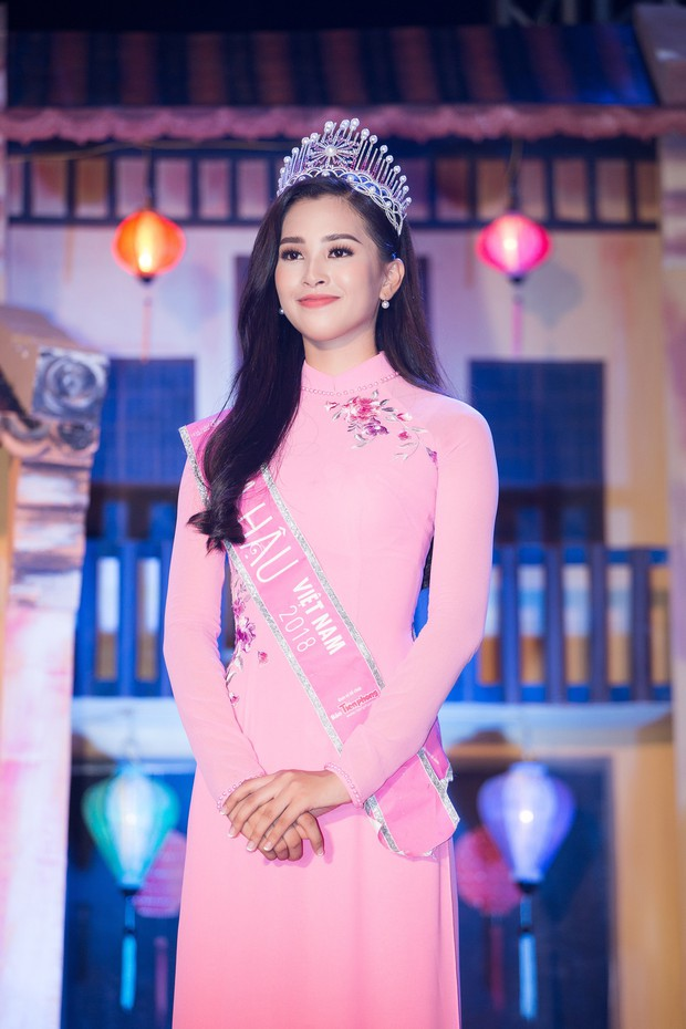 Đăng quang Hoa hậu Việt Nam 2018, Trần Tiểu Vy được UBND tỉnh Quảng Nam tặng giấy khen - Ảnh 8.