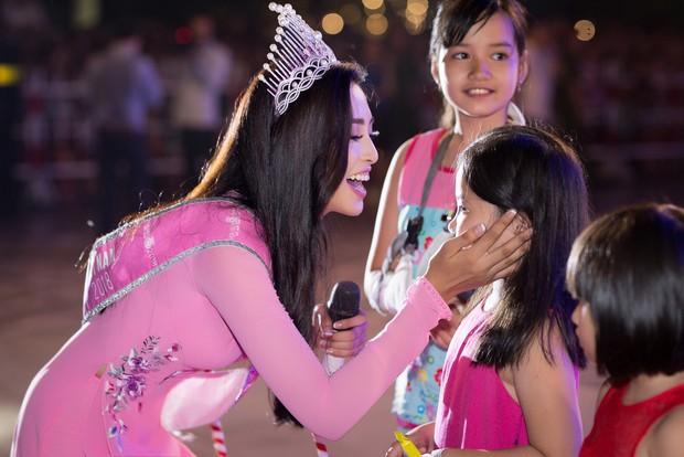 Đăng quang Hoa hậu Việt Nam 2018, Trần Tiểu Vy được UBND tỉnh Quảng Nam tặng giấy khen - Ảnh 10.
