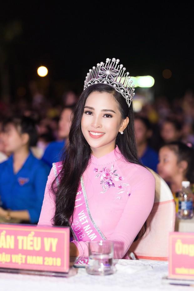 Đăng quang Hoa hậu Việt Nam 2018, Trần Tiểu Vy được UBND tỉnh Quảng Nam tặng giấy khen - Ảnh 11.