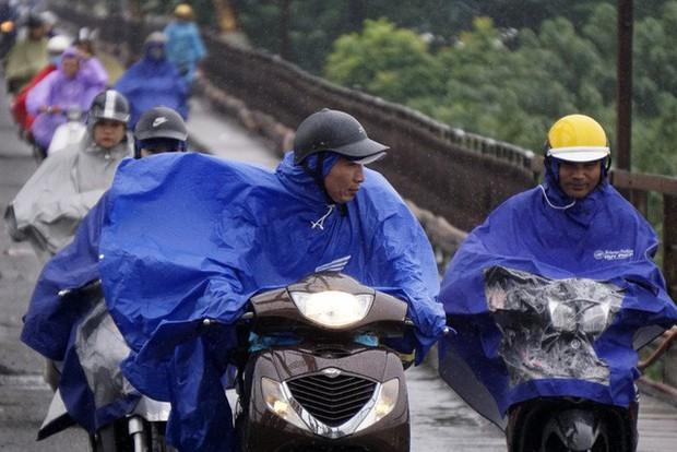 Đêm nay gió mùa đông bắc trần về miền Bắc, Hà Nội mưa dông - Ảnh 1.
