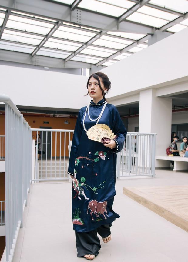 Ngắm bộ sưu tập áo dài cực chất trong đồ án tốt nghiệp của sinh viên mà cứ ngỡ lạc vào Vietnam International Fashion Week - Ảnh 9.
