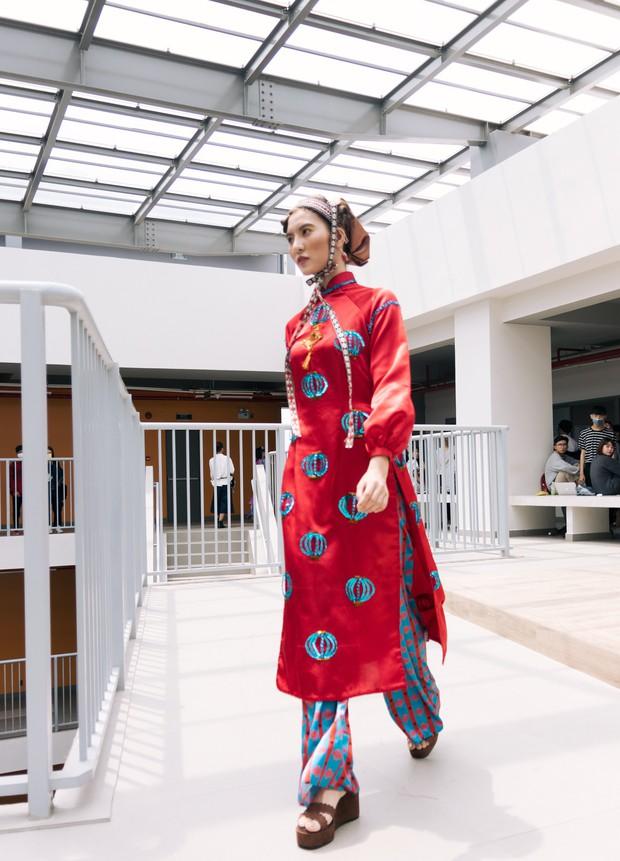 Ngắm bộ sưu tập áo dài cực chất trong đồ án tốt nghiệp của sinh viên mà cứ ngỡ lạc vào Vietnam International Fashion Week - Ảnh 21.