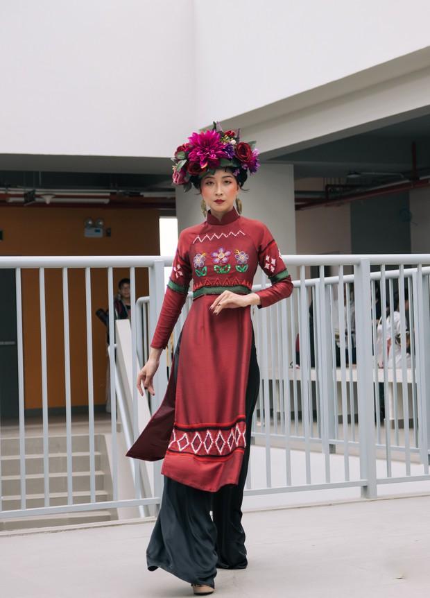 Ngắm bộ sưu tập áo dài cực chất trong đồ án tốt nghiệp của sinh viên mà cứ ngỡ lạc vào Vietnam International Fashion Week - Ảnh 23.