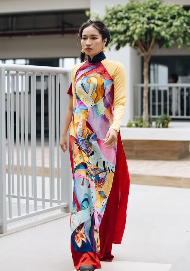 Ngắm bộ sưu tập áo dài cực chất trong đồ án tốt nghiệp của sinh viên mà cứ ngỡ lạc vào Vietnam International Fashion Week - Ảnh 29.