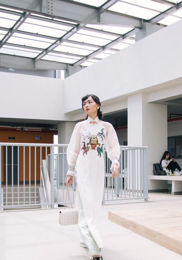 Ngắm bộ sưu tập áo dài cực chất trong đồ án tốt nghiệp của sinh viên mà cứ ngỡ lạc vào Vietnam International Fashion Week - Ảnh 31.