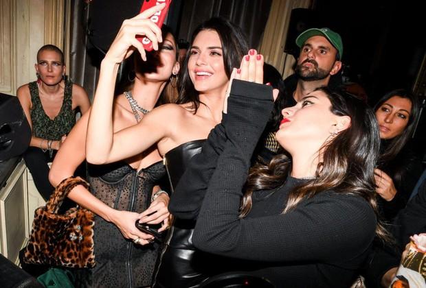 Quá xinh đẹp, Kendall Jenner làm lu mờ cả nhân vật chính Bella Hadid trong đêm tiệc - Ảnh 4.