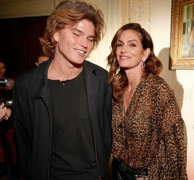 Quá xinh đẹp, Kendall Jenner làm lu mờ cả nhân vật chính Bella Hadid trong đêm tiệc - Ảnh 6.