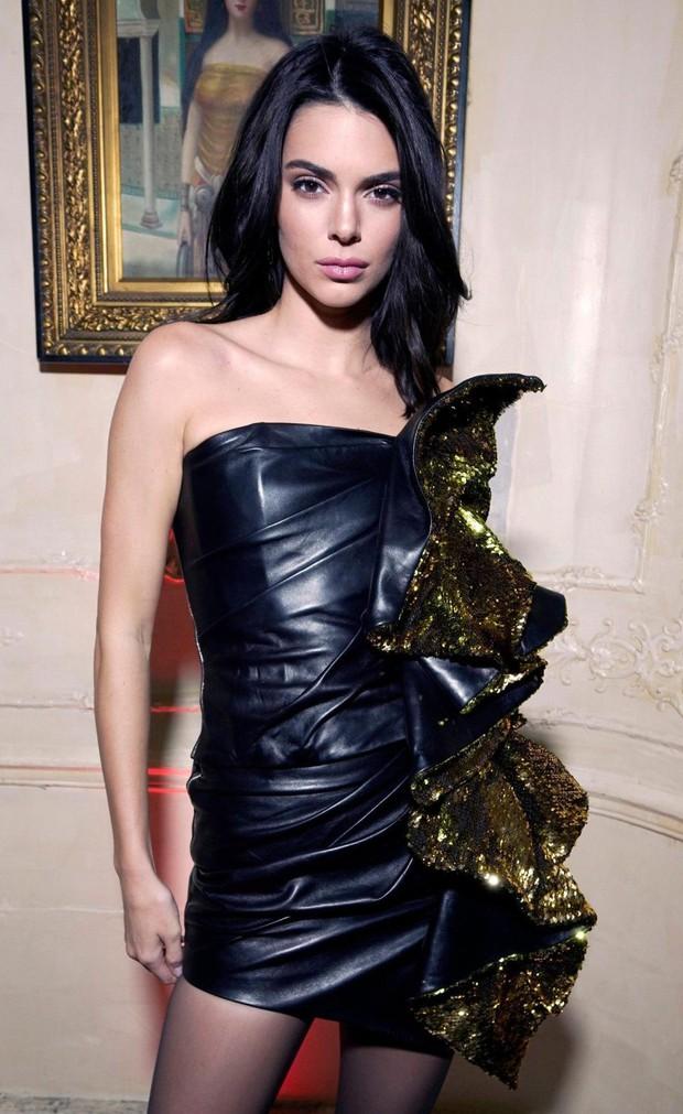 Quá xinh đẹp, Kendall Jenner làm lu mờ cả nhân vật chính Bella Hadid trong đêm tiệc - Ảnh 1.
