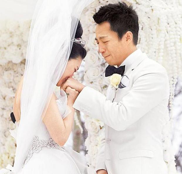 Song Hye Kyo Trung Quốc: Nhan sắc trời ban cùng body nóng bỏng không cứu được 2 cuộc hôn nhân ê chề - Ảnh 13.
