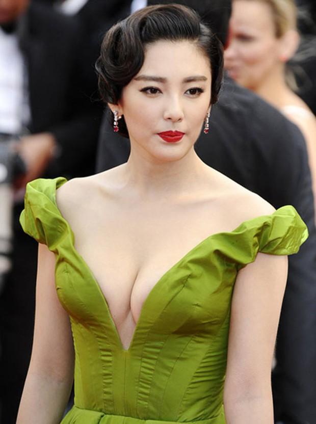 Song Hye Kyo Trung Quốc: Nhan sắc trời ban cùng body nóng bỏng không cứu được 2 cuộc hôn nhân ê chề - Ảnh 4.