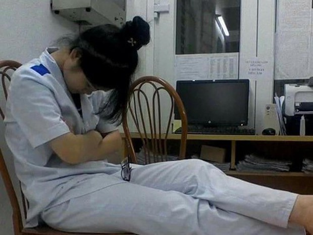 Nỗi khổ của sinh viên học ngành Y: Ăn tranh thủ, ngủ khẩn trương, ế là chuyện bình thường! - Ảnh 2.