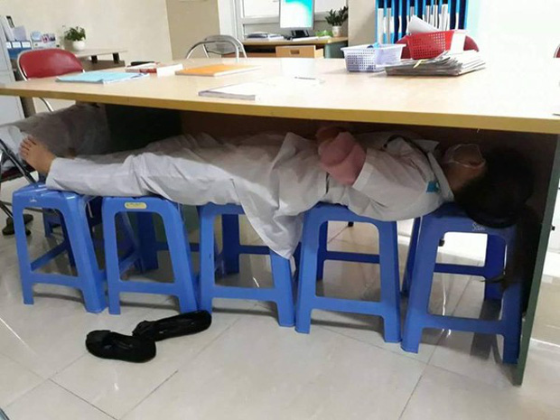 Nỗi khổ của sinh viên học ngành Y: Ăn tranh thủ, ngủ khẩn trương, ế là chuyện bình thường! - Ảnh 4.