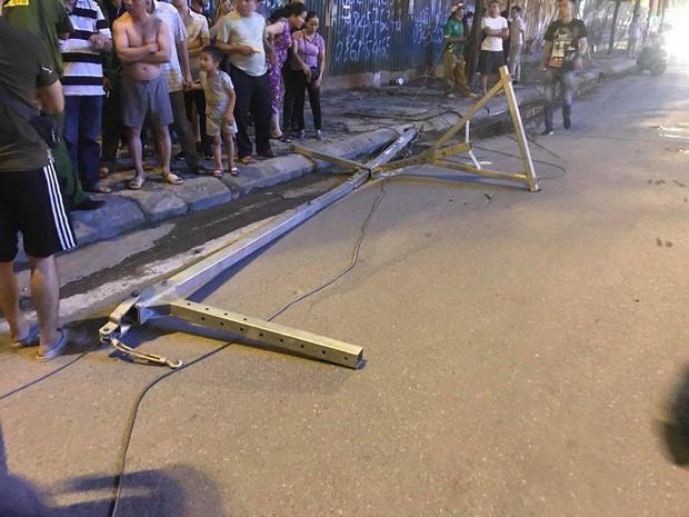 Công an vào cuộc điều tra vụ thanh sắt rơi làm 2 người đi đường thương vong ở Hà Nội - Ảnh 2.