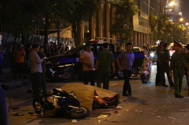 Đường Lê Văn Lương: Thanh sắt giàn giáo rơi khiến 1 phụ nữ thiệt mạng - Ảnh 3.