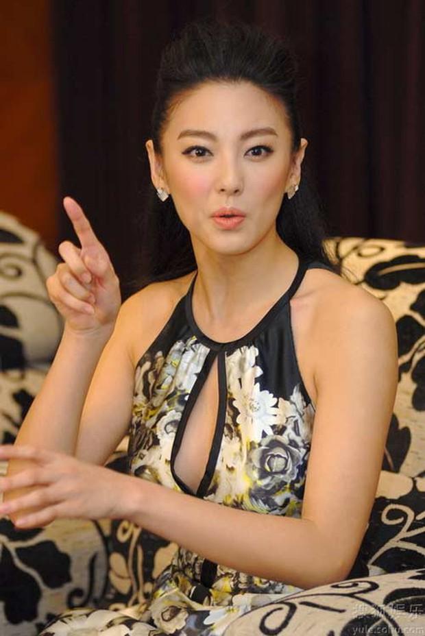 Song Hye Kyo Trung Quốc: Nhan sắc trời ban cùng body nóng bỏng không cứu được 2 cuộc hôn nhân ê chề - Ảnh 6.